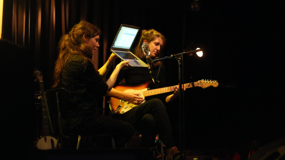 anna and elizabeth live at alice in copenhagen for spectacle