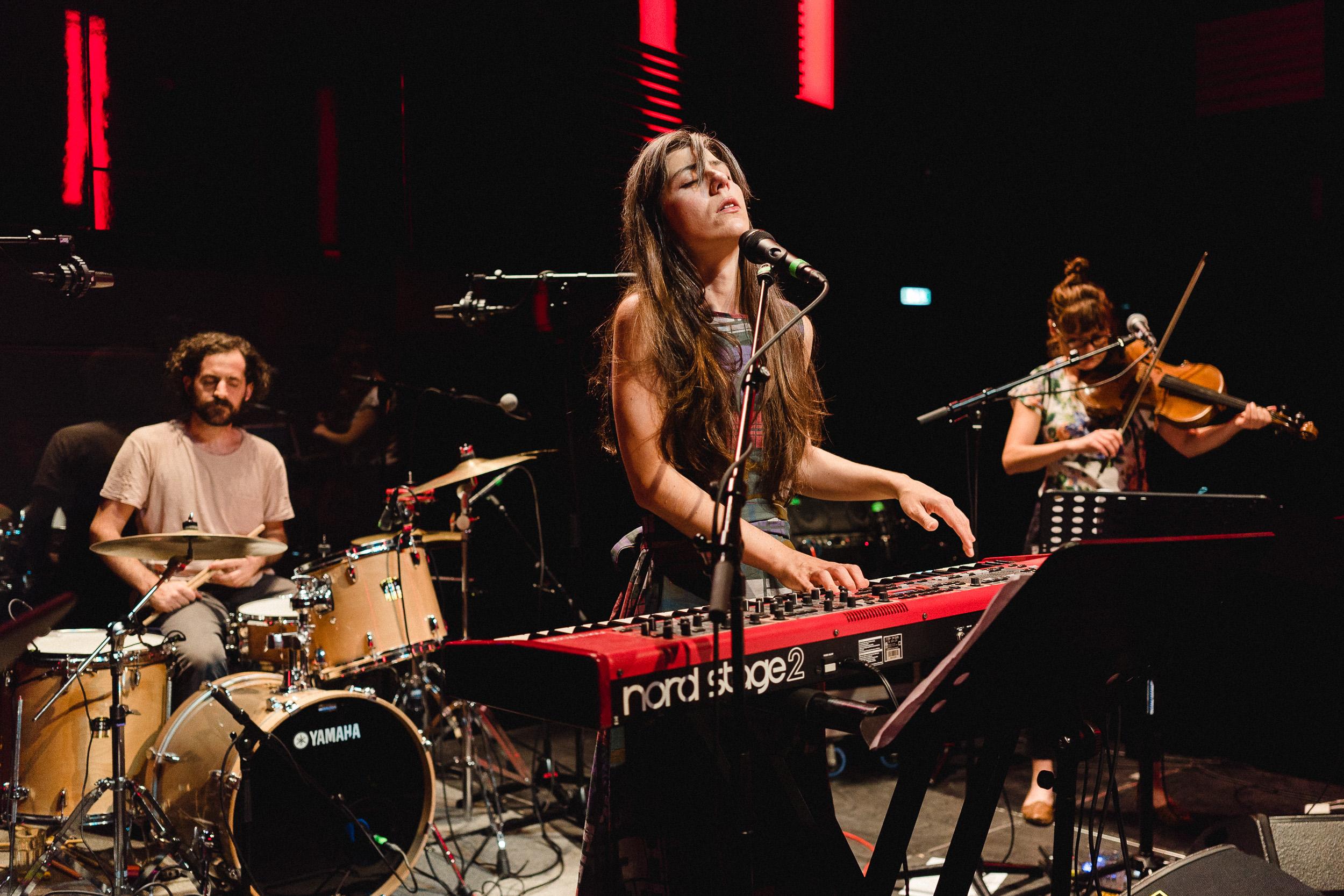 Julia Holter live at DR Koncerthuset