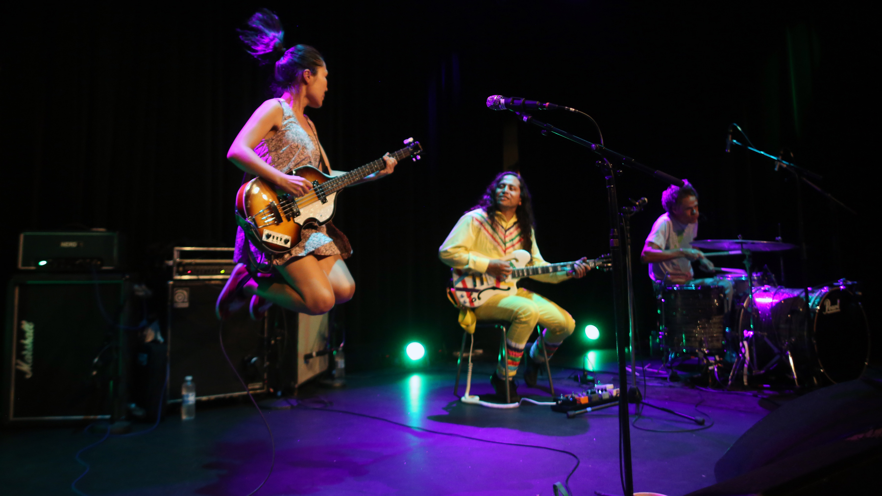 Deerhoof live Jazzhouse Copenhagen
